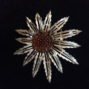 Sarah Coventry Pale Gold Tone Starburst Flower Bro